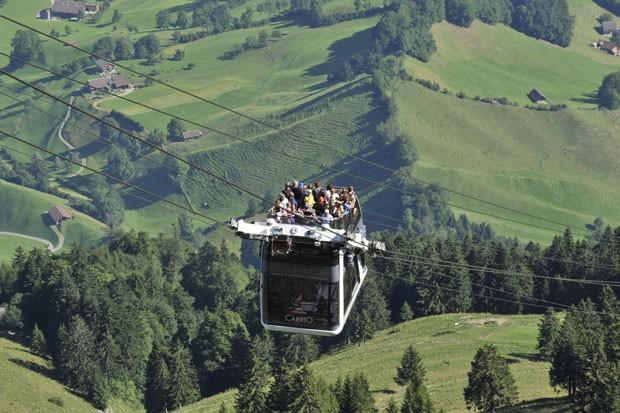 O Monte Stanserhorn, que fica perto de Lucerna, tem 1.898 metros de altura e oferece uma bela vista para dez lagos, parte dos Alpes e três países (Foto: Reprodução/Stanserhorn-Bahn)