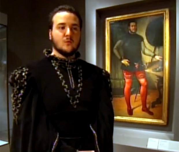 Max Galuppo se vestiu a caráter e contou na entrevista que nobre pode ser um parente distante (Foto: Reprodução)