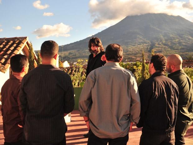 Dom Rafael ordena que capangas capturem Cassiano e Duque (Foto: Flor do Caribe/ TV Globo)