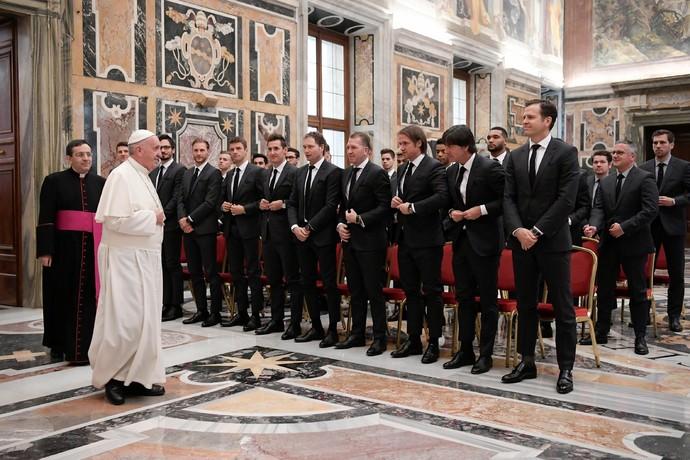 Jogadores da seleção alemã visitam o Papa Francisco (Foto  Reuters) 0051ac9f733f7