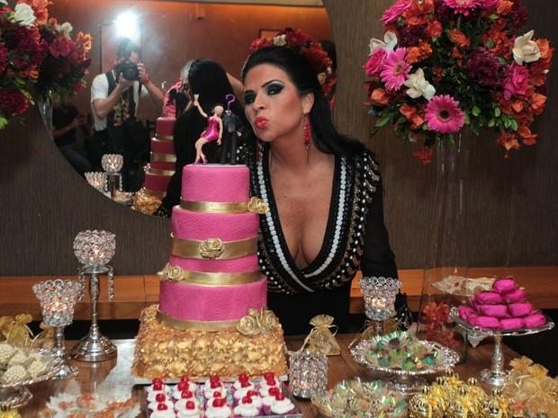 Solange Gomes comemora aniversário em restaurante na Zona Oeste do Rio (Foto: Marcello Sá Barretto/ Ag. News)