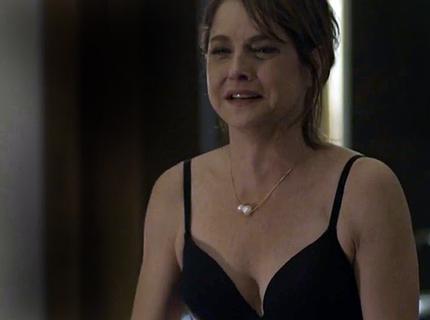 Carolina pede separação e Alex invade o quarto de Angel; veja o teaser