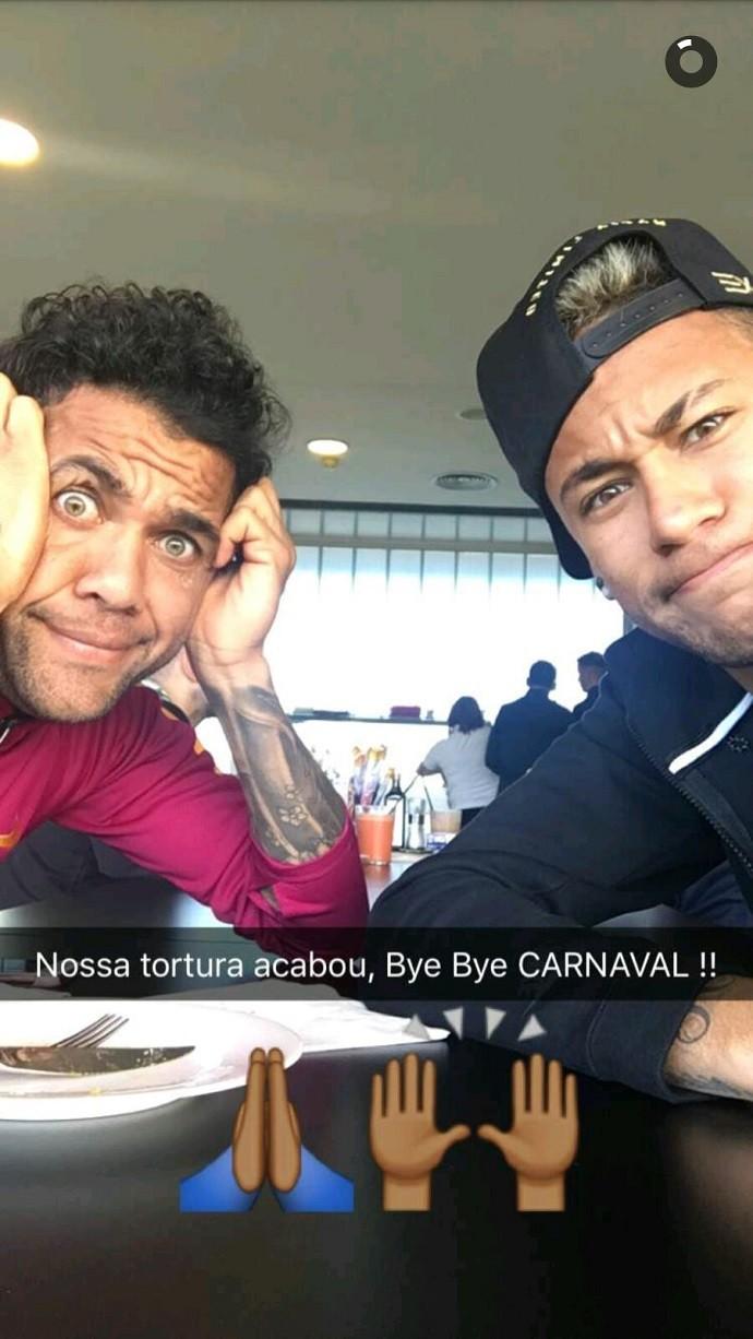 BLOG: Neymar e Daniel Alves brincam com fim do Carnval em Barcelona
