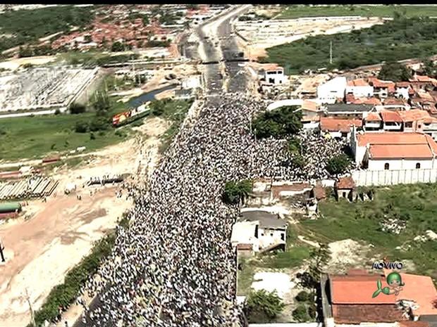 Protesto em Fortaleza tem confronto com a PM (Foto: TV Verdes Mares/Reprodução)