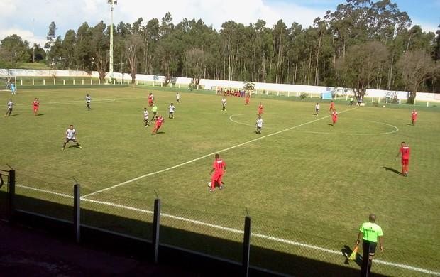 Itaporã e Novoperário fazem amistoso no estádio Chavinha (Foto: Renato Giansante/Exportiva do MS)