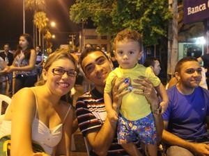 Doraline Rodrigues, Zaquiel Santos e o filho Arthur Rodrigues (Foto: Ellyo Teixeira/G1)