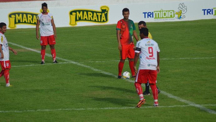 Lucão e Diego Neves iniciaram o amistoso do Sergipe  no time titular  (Foto: Felipe Martins/GloboEsporte.com)