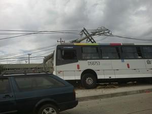 Acidente na Av. Brasil deixou nove feridos na tarde desta quarta-feira (15) (Foto: Luiz Eduardo de Mendonça Rezende/ VC no G1)