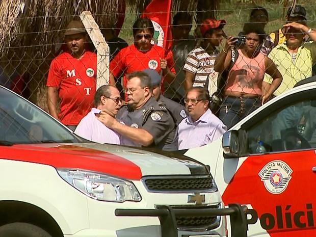 Major da PM estrangula jornalista durante reintegração de posse em Ribeirão Preto (Foto: Reprodução/EPTV)