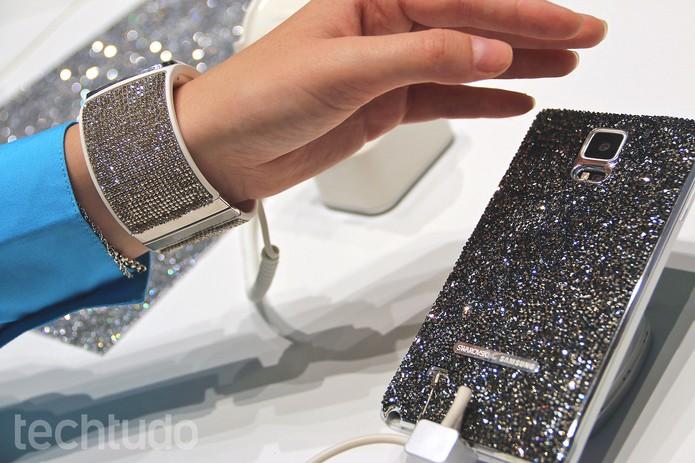 Gear S e Galaxy Note 4 com cristais Swaroviski deixam linha mais luxuosa (Foto: Fabrício Vitorino/TechTudo)