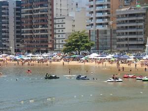 Verão e calor na Praia do Morro, em Guarapari (Foto: Juliana Borges/G1 ES)