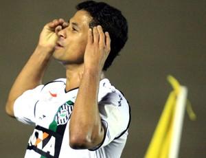 Ricardo Bueno comemora do figueirense contra o Atlético-Go (Foto: Carlos Costa / Agência estado)