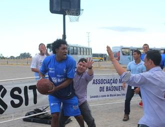 márcio dornelles, projeto do macaé basquete com patrocinadora SIT  (Foto: Raphael Bózeo / Macaé Basquete)