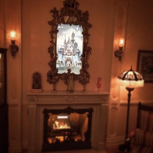 Ou este espelho que reproduz diferentes imagens  (Foto: Reprodução/Instagram)