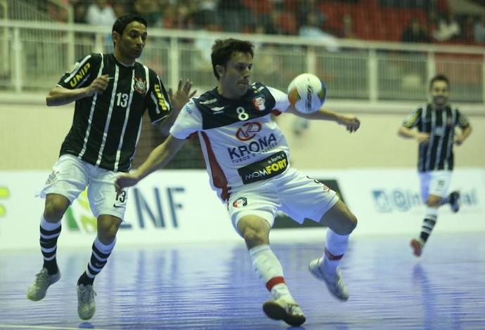 Joinville Corinthians Liga Nacional de Futsal (Foto: Fabrízio Motta/Divulgação)