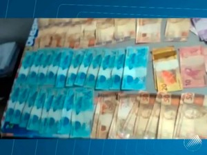 Comerciante acha quase R$ 4 mil em bolsa deixada no chão (Foto: Reprodução/TV Bahia)