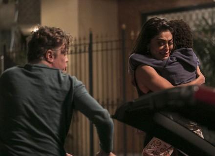 Arthur ajuda Carol com Gabriel