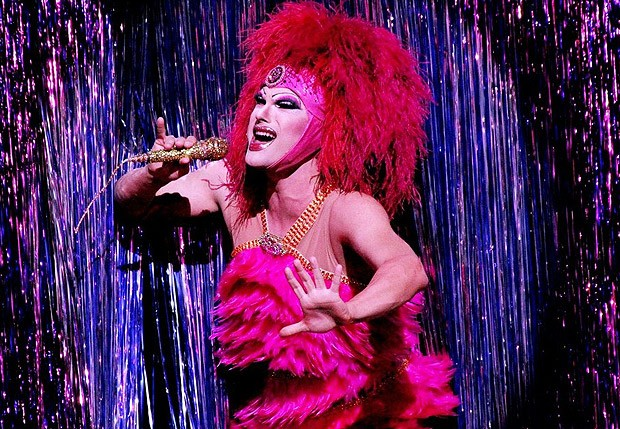 Como Miss Segura, cantando Tina Tunner no palco (Foto: Luciano Santos/Talentmix)