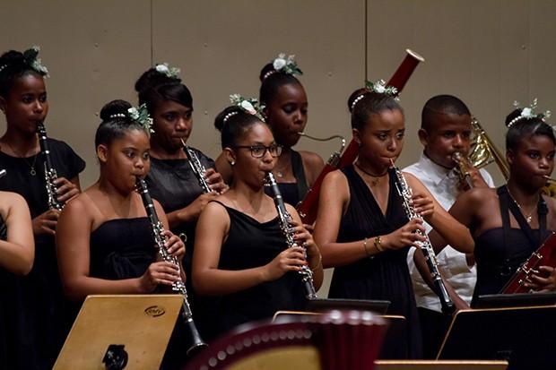 Banda Sinfônica da Paz em apresentação no Teatro Castro Alves. Grupo vem colecionando apresentações em diversos locais de Salvador (Foto: Lenon Reis)