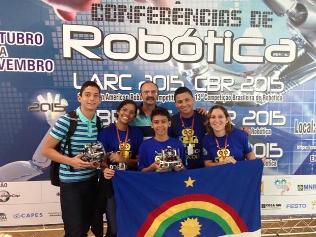 Estudantes da Escola Municipal Rodolfo Aureliano, no Recife, venceram Olimpíada Brasileira de Robótica (Foto: Divulgação / Prefeitura do Recife)
