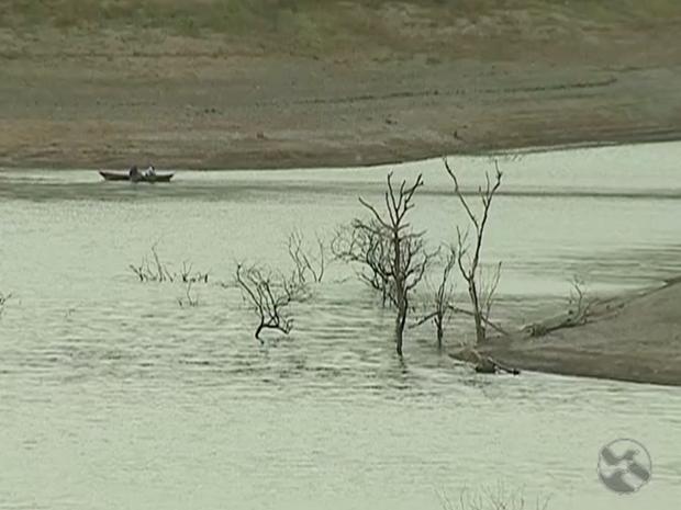 Barragem de Jucazinho está no volume morto, com 2,5% da capacidade total (Foto: Reprodução/TV Asa Branca)