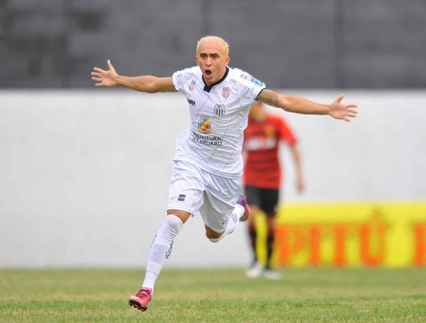 Central x Sport gol Madona (Foto: Aldo Carneiro / Pernambuco Press)