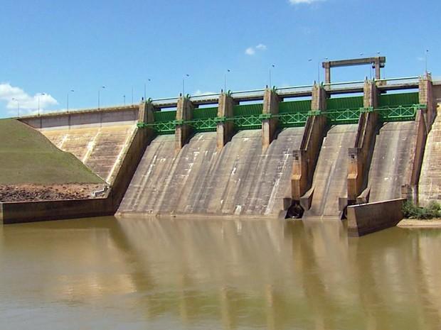 Segundo Cemig, nível da Represa de Camargos nunca esteve tão baixo (Foto: Reprodução EPTV)