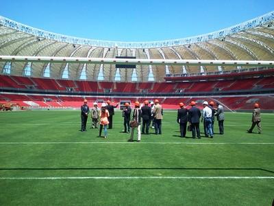 Comitiva da Holanda visita o Beira-Rio (Foto: Vanessa Felippe/RBS TV)