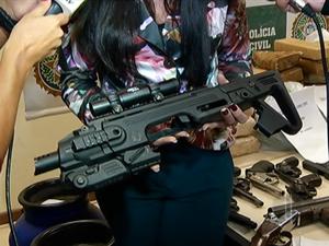 Adaptador de uso restrito das Forças Armadas também foi apreendido   (Foto: Reprodução/ Inter TV)