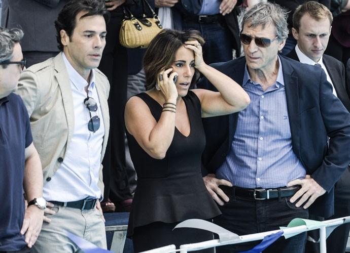Beatriz fica preocupada com a imagem da Souza Rangel (Foto: Raphael Dias/Gshow)