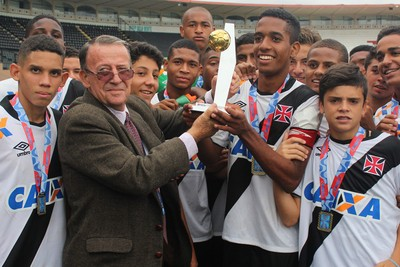 Vasco é campeão da Taça Guanabara nas categorias sub-15 e sub-17 fb1da78d76852