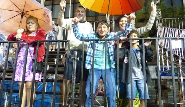 Os curitibanos mostraram que não têm medo de chuva (Foto: Divulgação/ RPC)