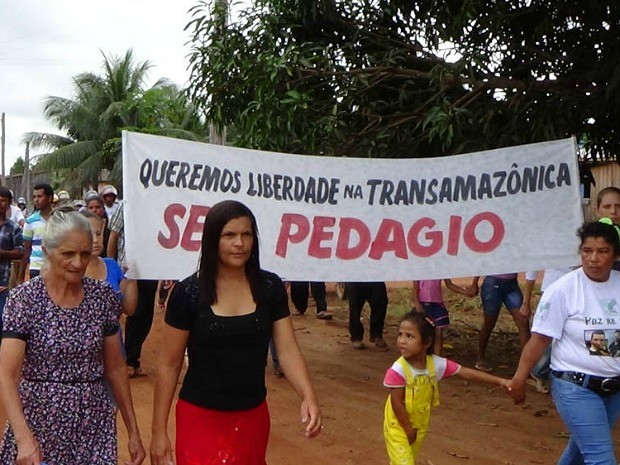 Protesto marcou enterro em Apuí, no Sul do Amazonas (Foto: Ivanir Valentim/TV Amazonas)