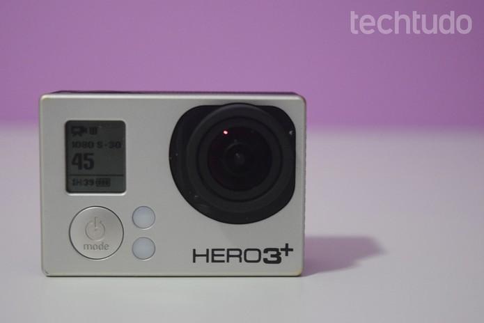 1f95597b1 Ligue sua GoPro com o cartão SD inserido (Foto  Juliana Pixinine TechTudo)