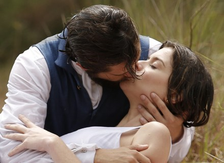 Felipe salva Lívia e a beija: 'Não ia me conformar nunca, meu amor'