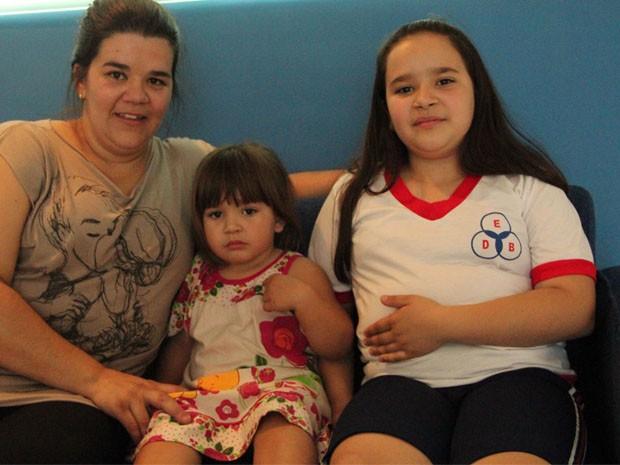 Simone, Rebeca e Michaela, em luta contra o sobrepeso infantil (Foto: Jéssica Balbino/ G1)