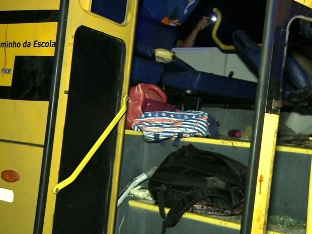 Acidente entre önibus escolar (Foto: Reprodução/TV Gazeta)