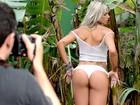 'Meu namorado adora meu bumbum' conta Janaina Santucci no Paparazzo