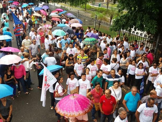 No primeiro dia de aula, professores do estado param atividades no Piauí (Foto: Kassyus)