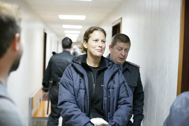 Foto divulgada pelo Greenpeace mostra Ana Paula Maciel, marinheira do Arctic Sunrise, no tribunal russo nesta quinta-feira. (Foto: Igor Podgorny/Greenpeace)