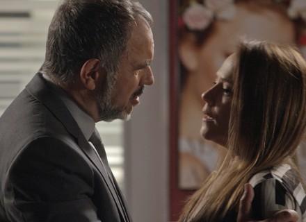 Lili explode ao saber que Germano rasgou papéis do divórcio: 'Quem você pensa que é?'