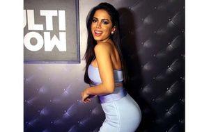 Anitta investe em look colado em noite romântica no Música Boa Ao Vivo