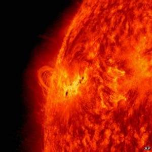 Tempestades solares podem danificar satélites e interferir na rede elétrica na Terra (Foto: AP/ BBC)