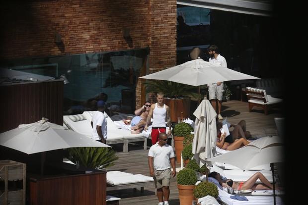 Justin Bieber no hotel (Foto: AgNews)