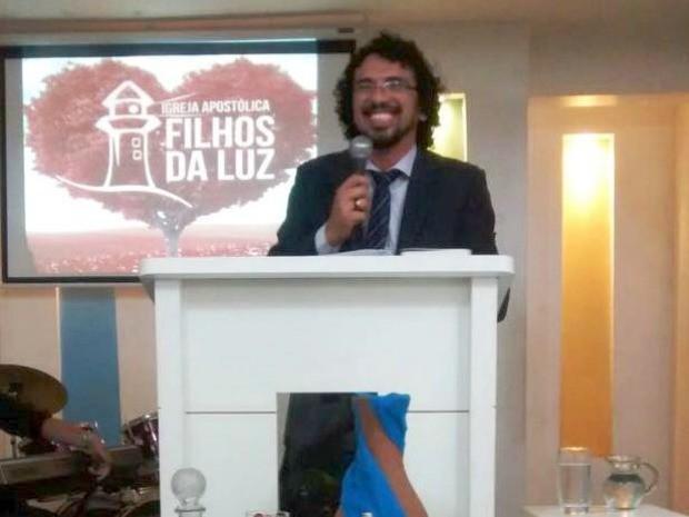 Alan Luz é líder há três anos da Igreja Filhos da Luz, em Fortaleza (Foto: Alan Luz/Arquivo pessoal)