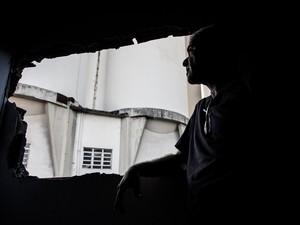 Moradores esperam indenização após acidente há dois anos (Foto: Jonathan Lins/ G1)