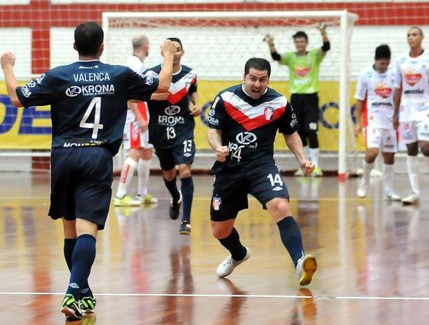 Vander Carioca Joinville Cascavel (Foto: Luciano Bergamaschi/CBFS)