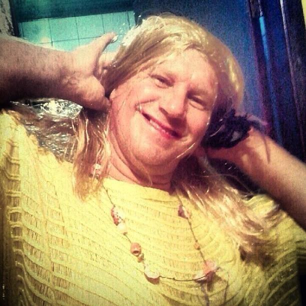 Gilmar Massafera, pari de Grazi Massafera, vestido de Ester, personagem da atriz em 'Flor do Caribe' (Foto: Instagram/ Reprodução)