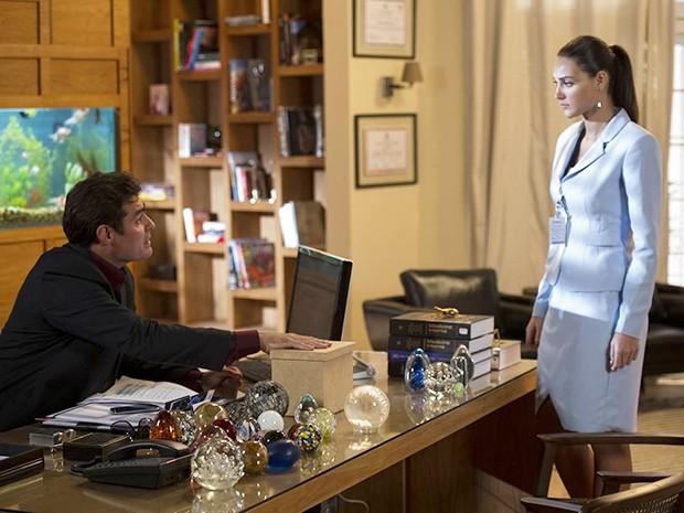 Marcos pede para Sueli instalar microcâmeras no escritório de Caíque  (Foto: Estevam Avellar/TV Globo)