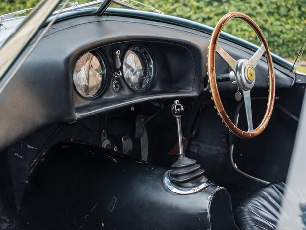 Interior ainda manteve as marcas do tempo, algo que é mais valorizado por colecionadores (Foto: Divulgação)